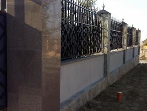 Облицовка подпорных стенок накрывными плитами