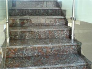 Лестница гранитная в доме