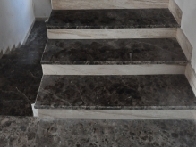 Лестница облицованная мрамором